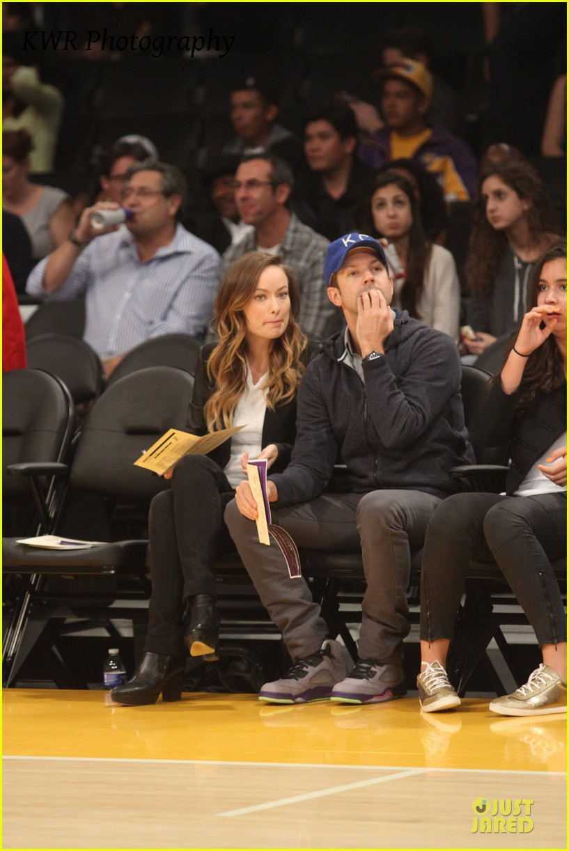 olivia wilde jason sudeikis kissing at lakers game 062984999