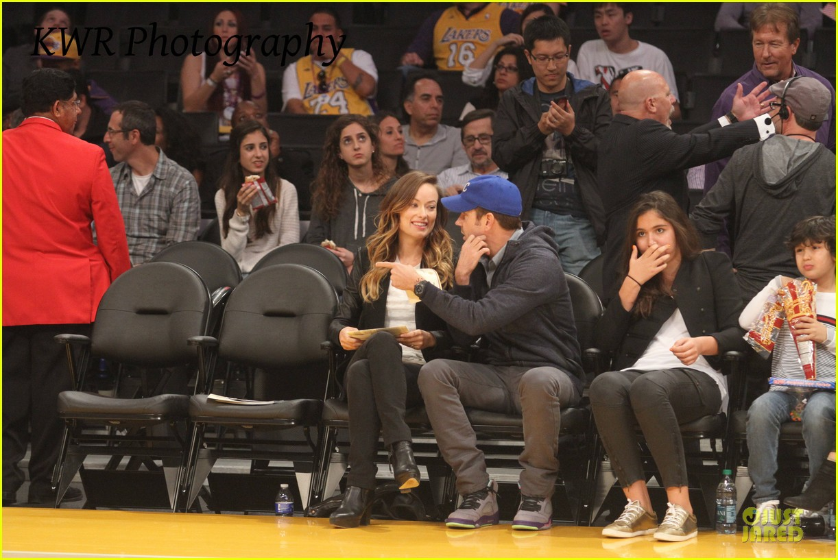 olivia wilde jason sudeikis kissing at lakers game 082985001