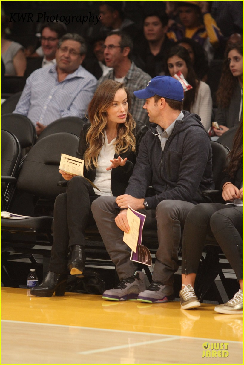 olivia wilde jason sudeikis kissing at lakers game 092985002