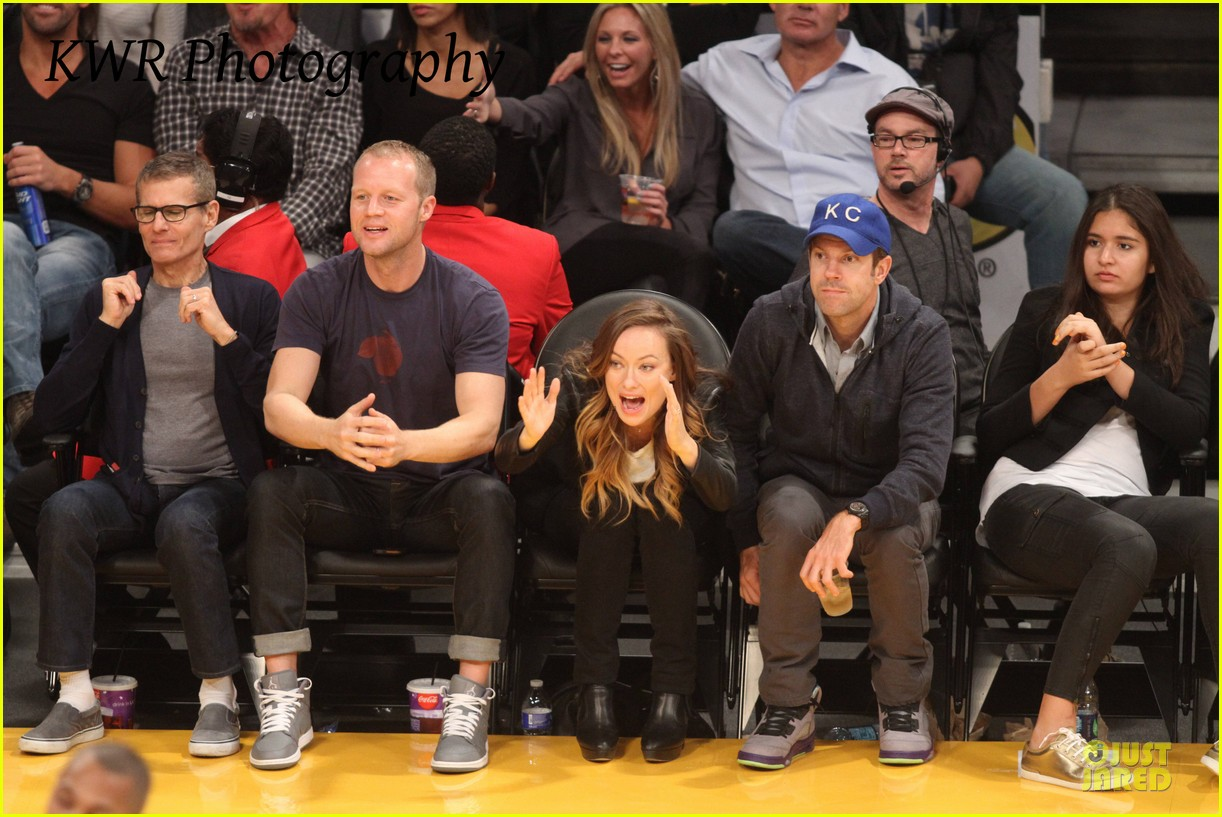 olivia wilde jason sudeikis kissing at lakers game 212985014