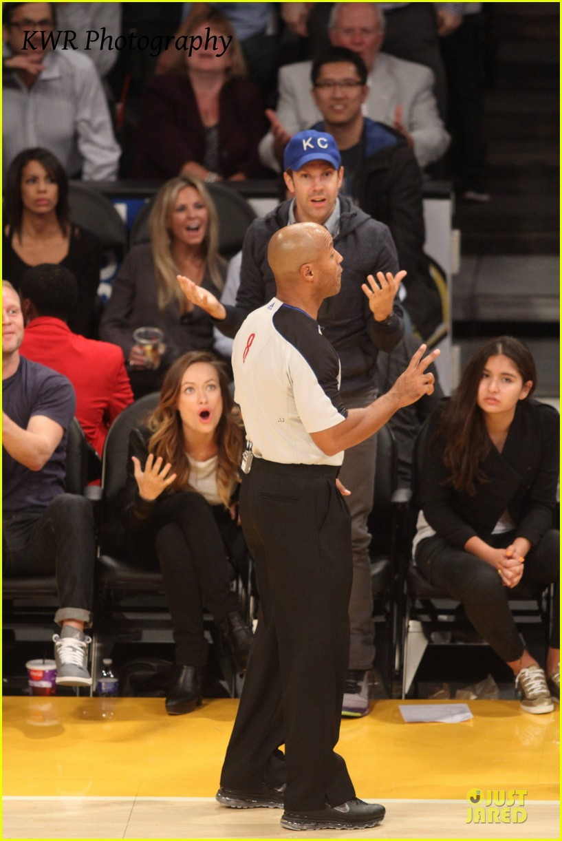 olivia wilde jason sudeikis kissing at lakers game 252985018