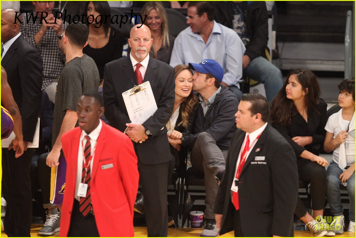 olivia wilde jason sudeikis kissing at lakers game 262985019