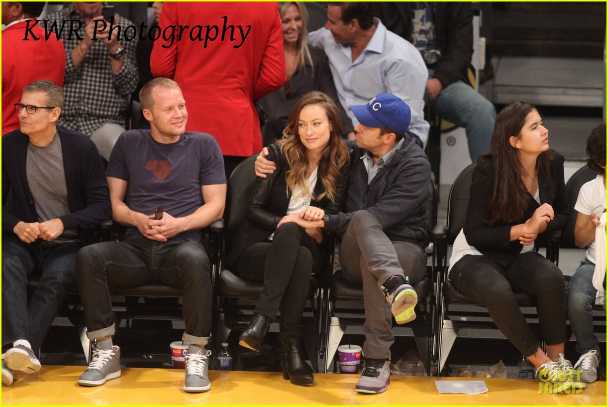 olivia wilde jason sudeikis kissing at lakers game 282985021
