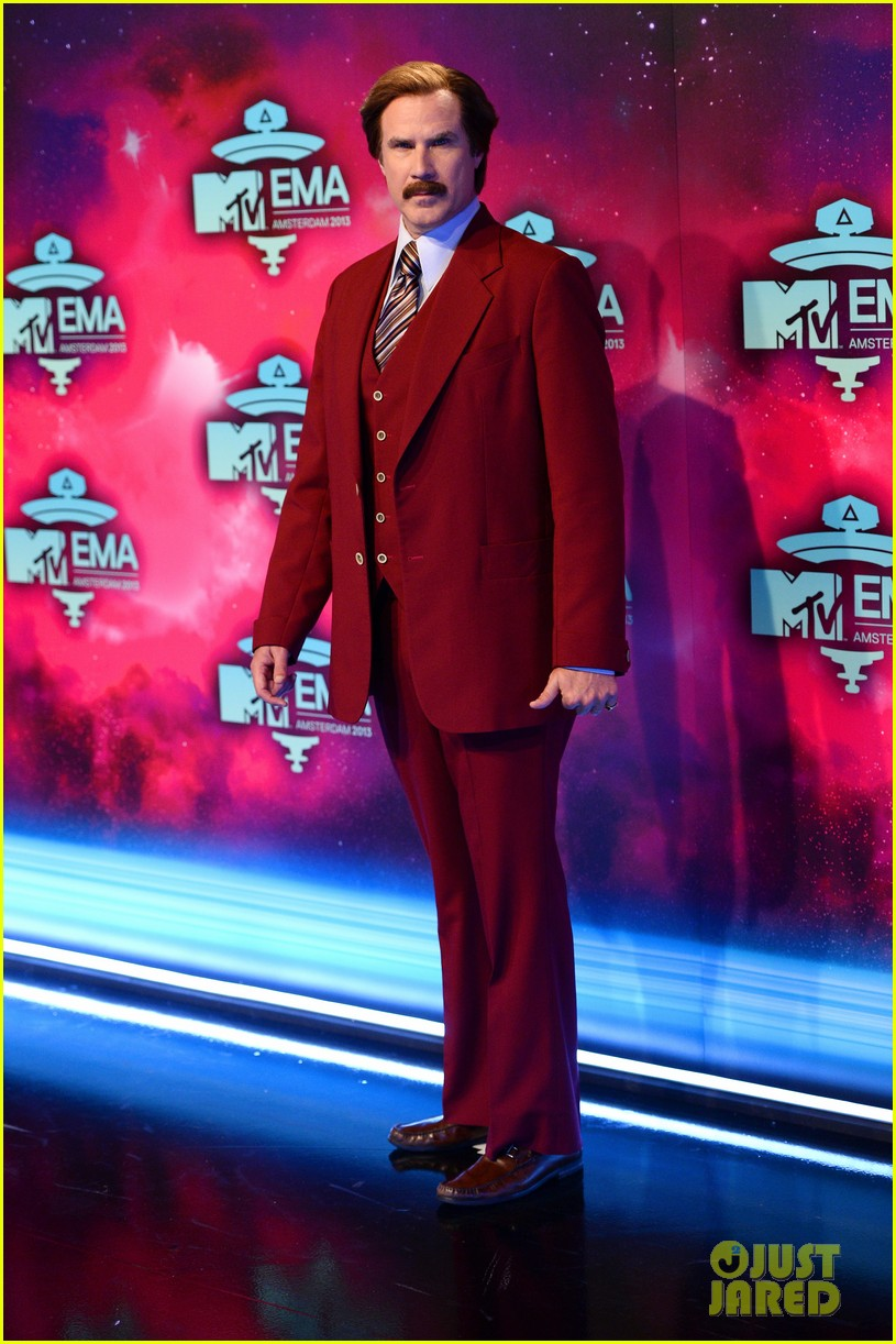 will ferrell as ron burgundy mtv ema 2013 red carpet 02