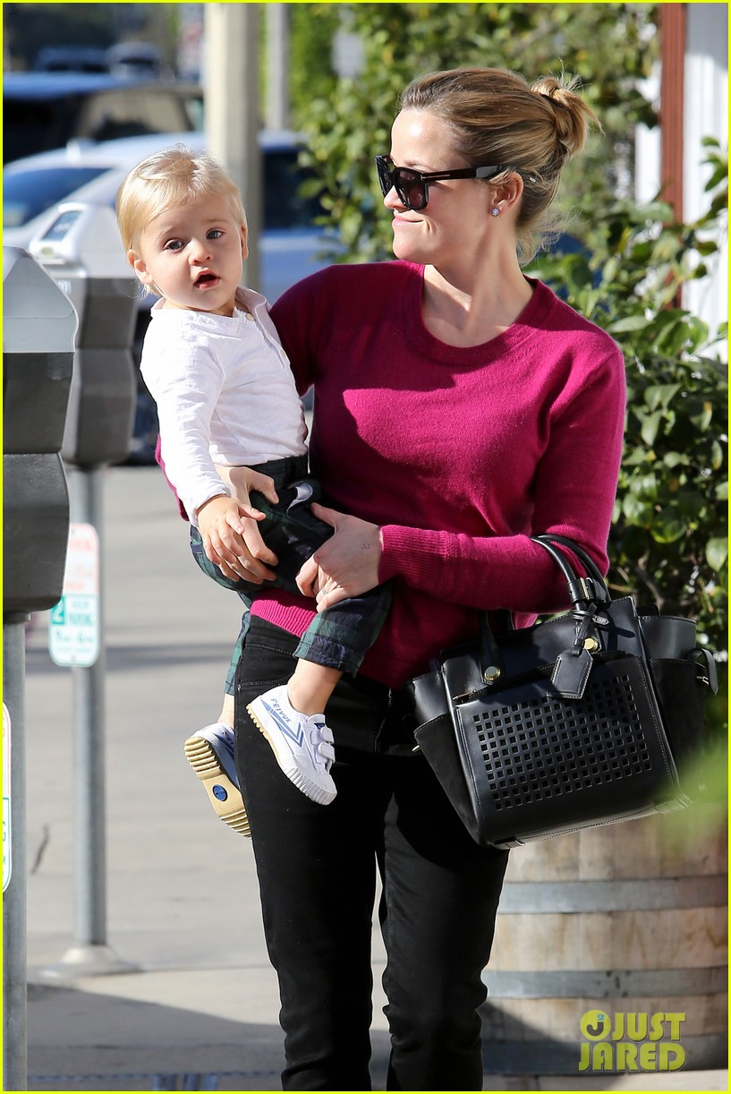 Reese Witherspoon Jim Toth Brentwood Lunch With Tennessee Photo 2999841 Celebrity Babies Jim Toth Reese Witherspoon Tennessee Toth Pictures Just Jared Tennessee james toth's height, weight and lifestyle. 2