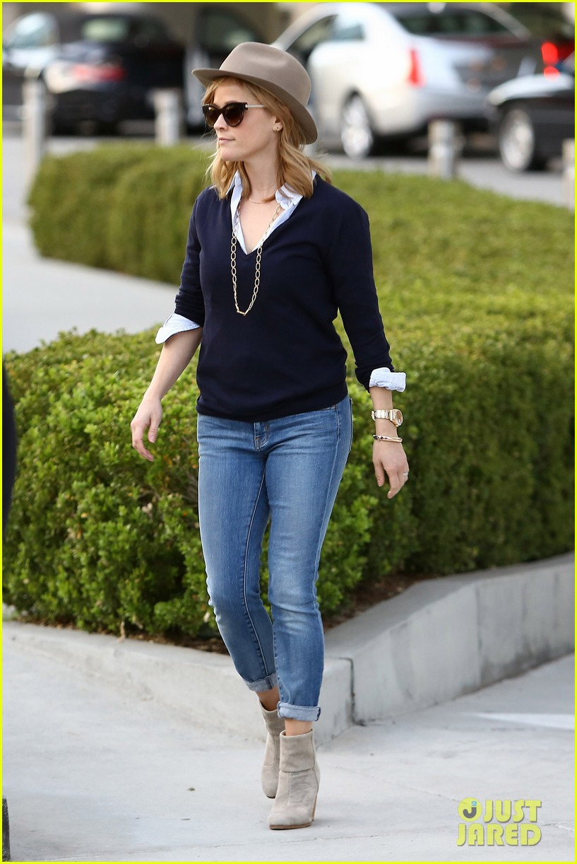reese witherspoon supports dallas buyers club at luncheon 01