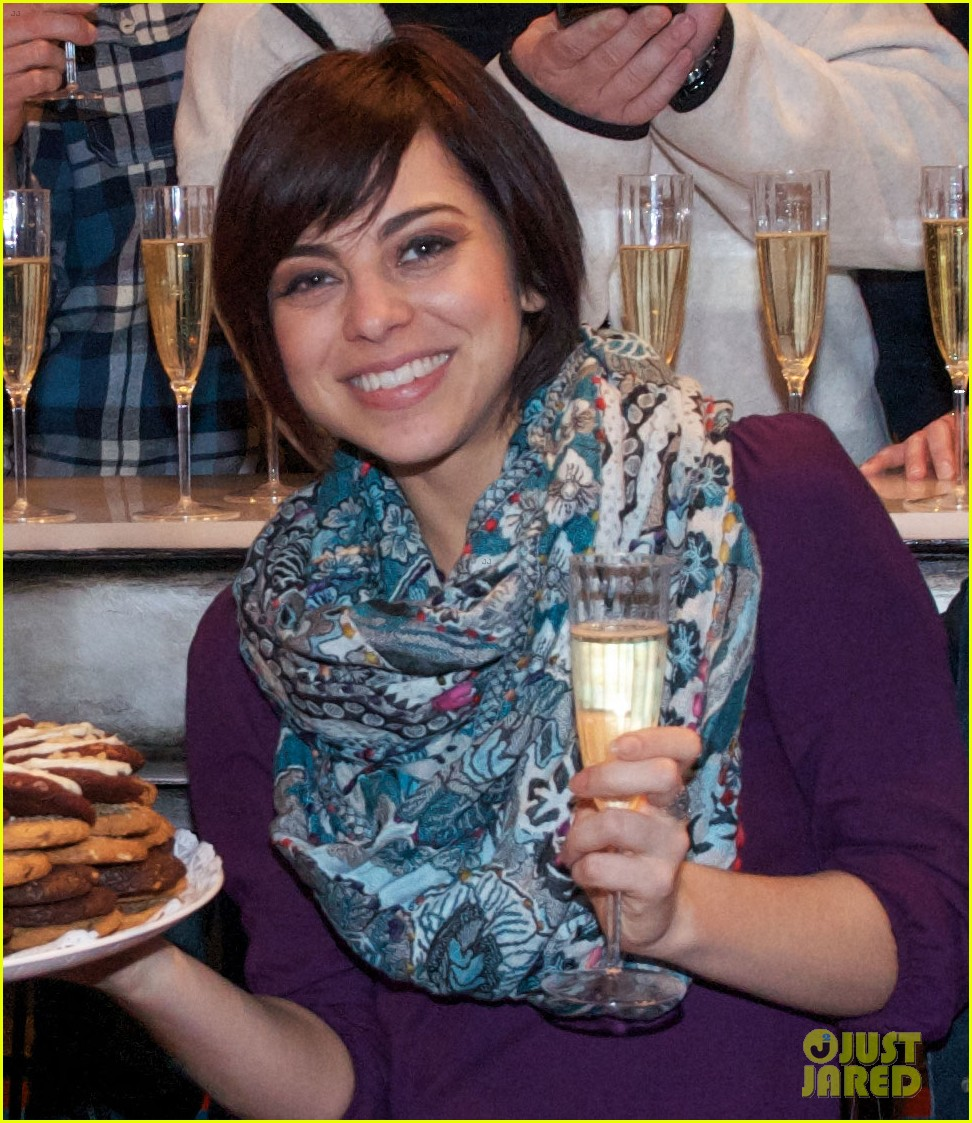 zachary levi krysta rodriguez celebrate 100 first date shows 032985548