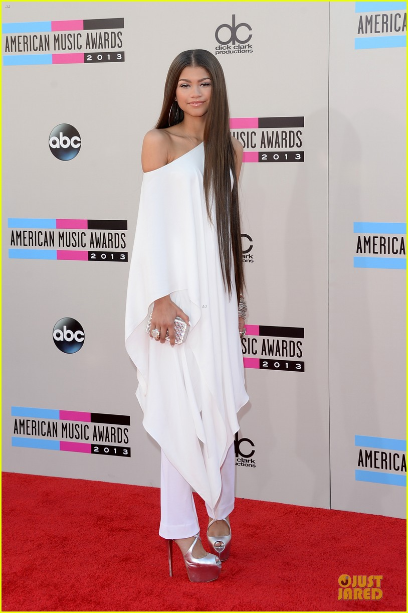 zendaya amas 2013 red carpet 062999175