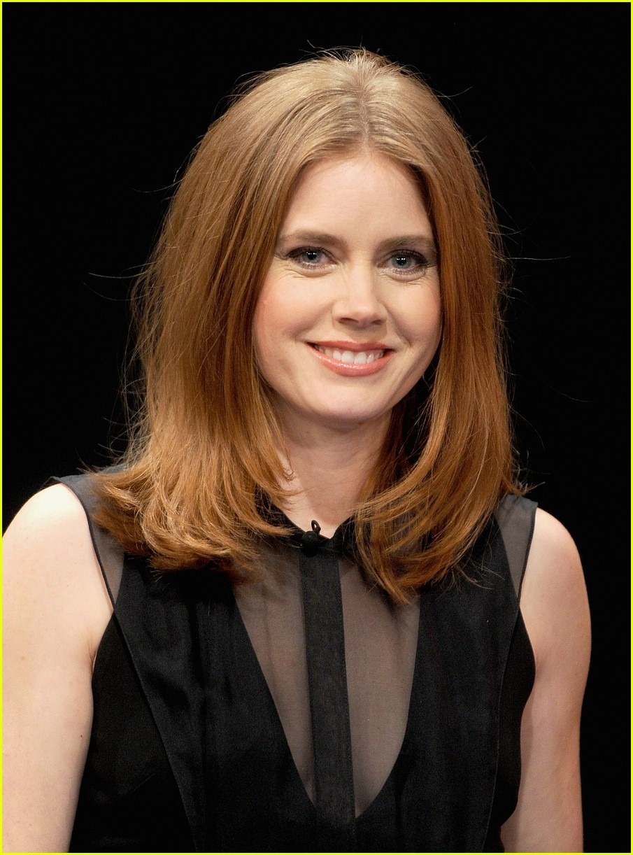 amy adams talks emotional kiss with jennifer lawrence 043008619