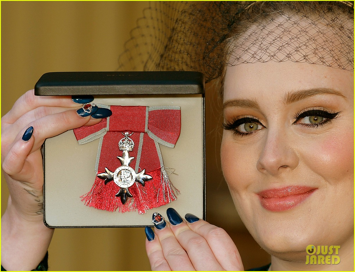 adele receives royal british honor for services to music 01