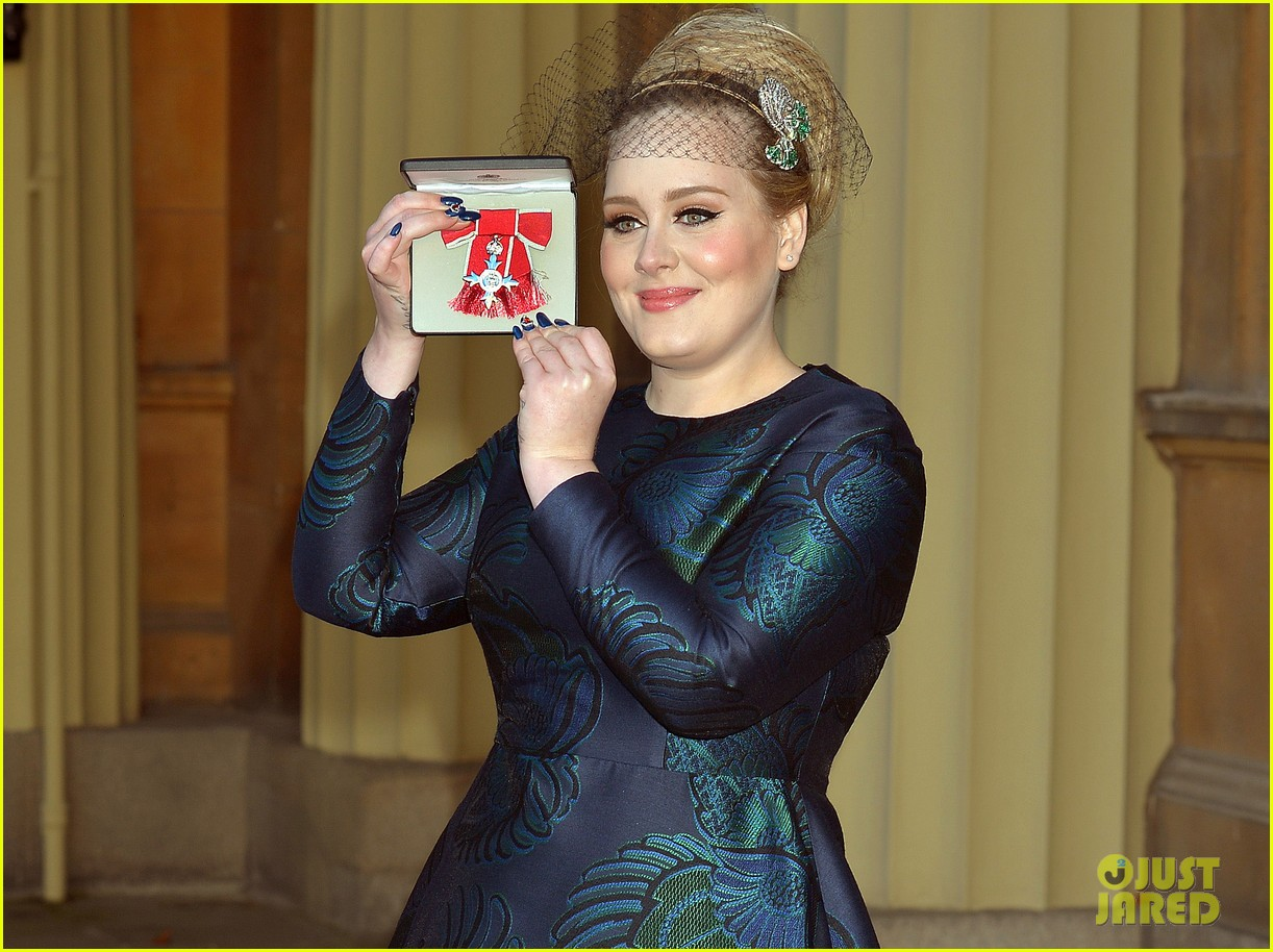 adele receives royal british honor for services to music 053014907