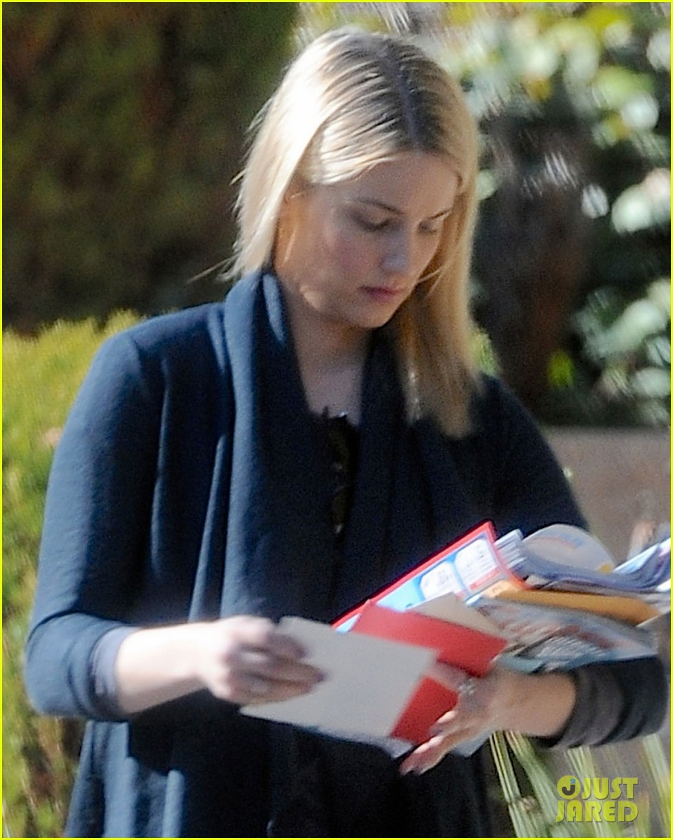 dianna agron recycles her mail after celebrating christmas 043019357