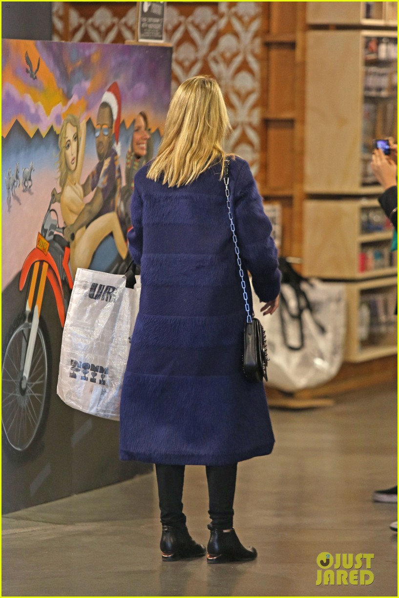 dianna agron supports glees amber riley at holiday concert 133017058