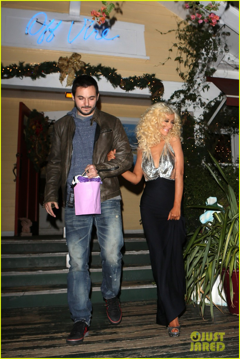 christina aguilera matthew rutler off vine dinner after the voice finale 113014060