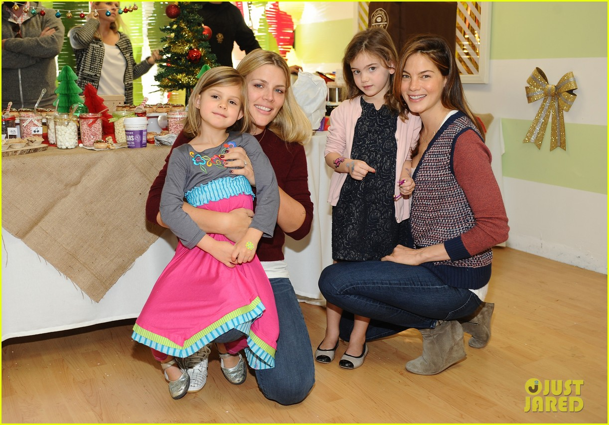 jessica alba gwen stefani baby2baby holiday party 043012299