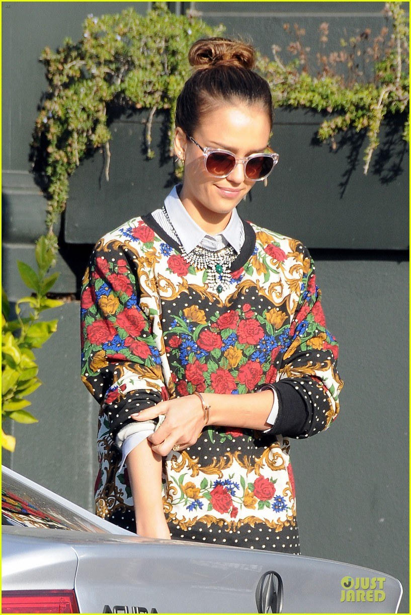 jessica alba floral friday at tavern 04