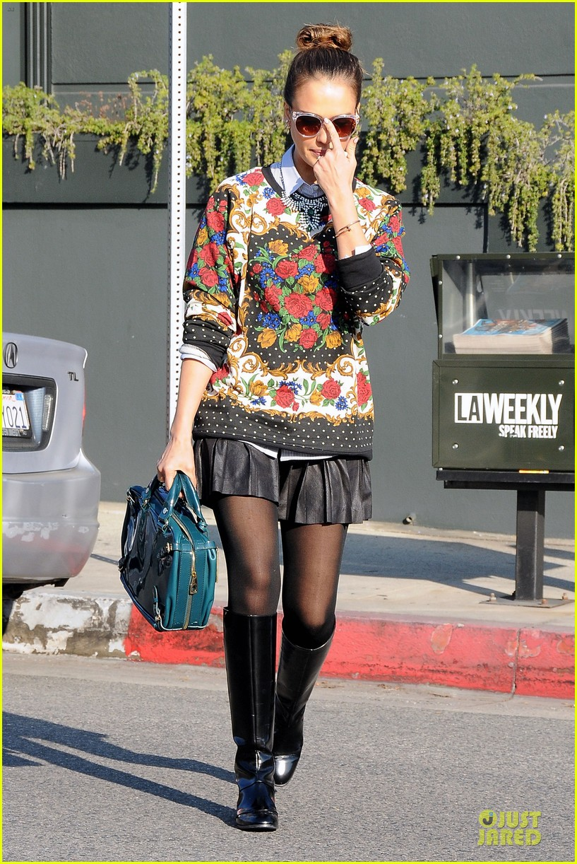 jessica alba floral friday at tavern 113011559