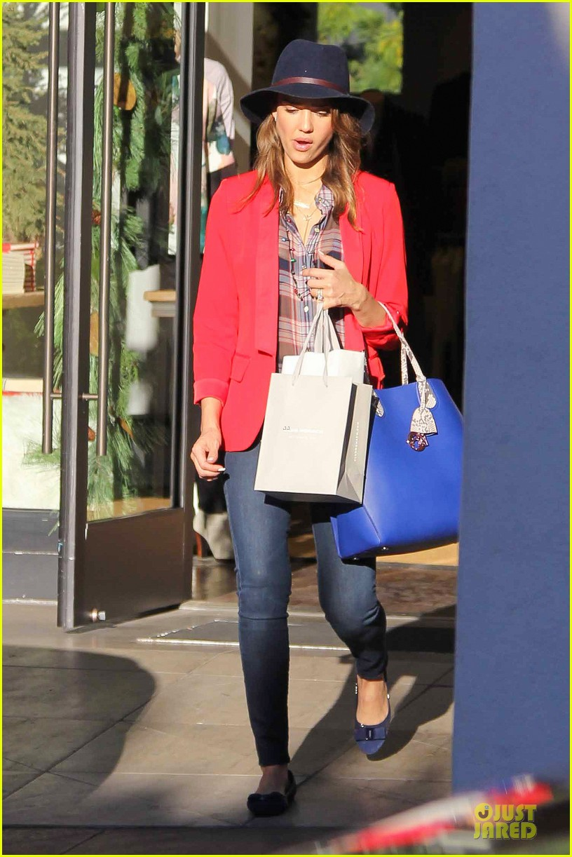 jessica alba red hot holiday shopping trip 033017352