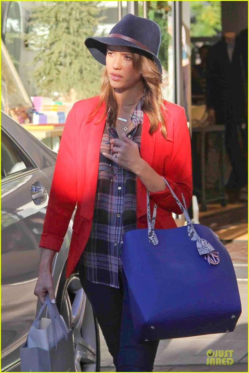 jessica alba red hot holiday shopping trip 043017353