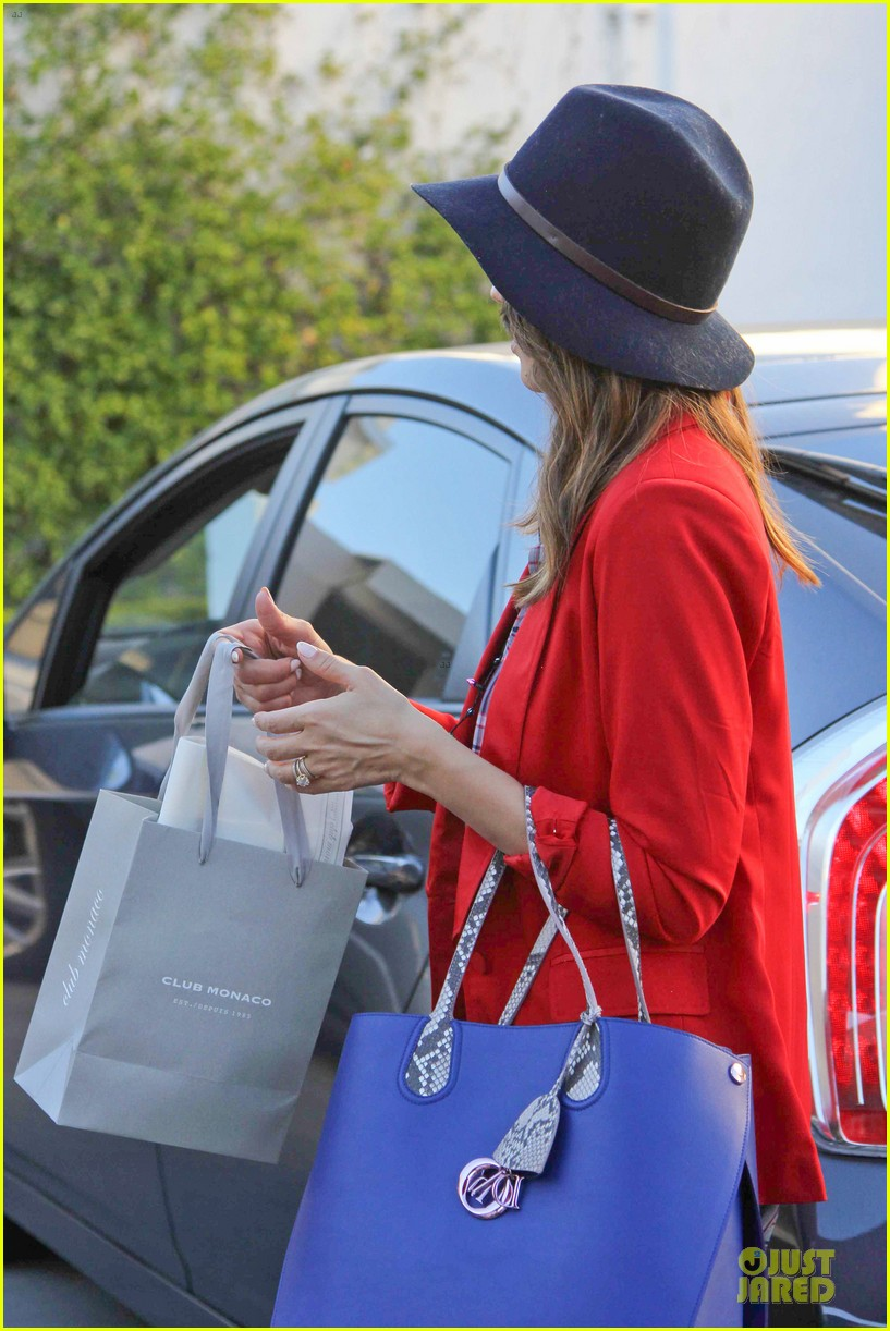 jessica alba red hot holiday shopping trip 063017355