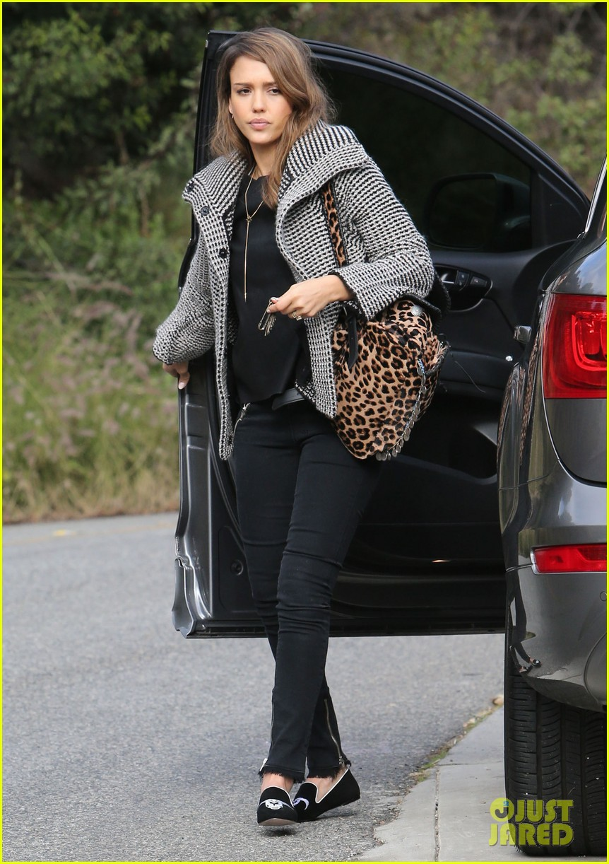 jessica alba set to attend the peoples choice awards 2014 013016107