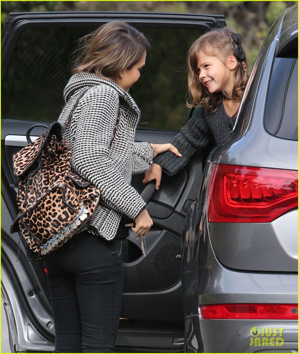 jessica alba set to attend the peoples choice awards 2014 073016113