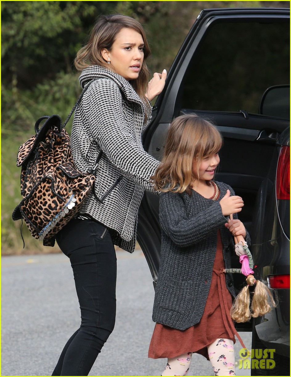 jessica alba set to attend the peoples choice awards 2014 093016115