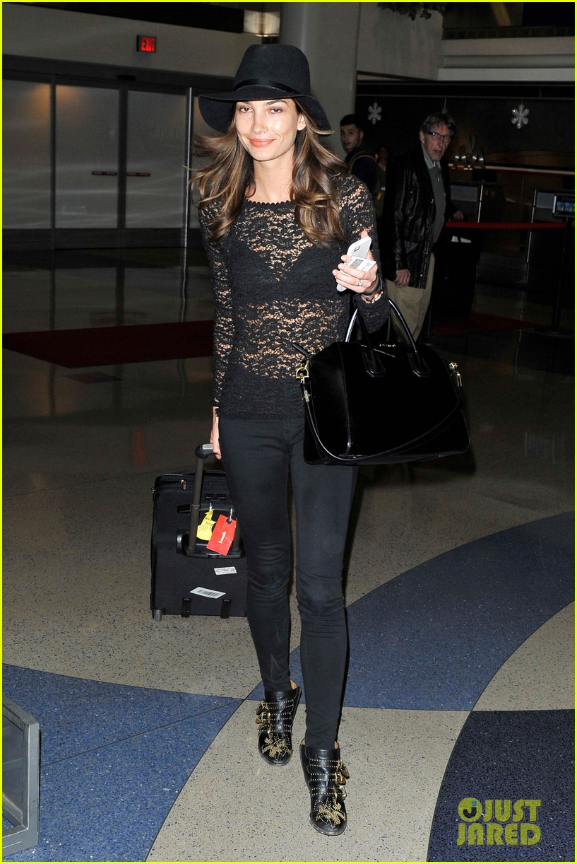 lily aldridge back at lax after quick trip in town 013015383