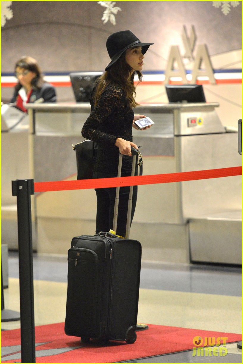 lily aldridge back at lax after quick trip in town 033015385