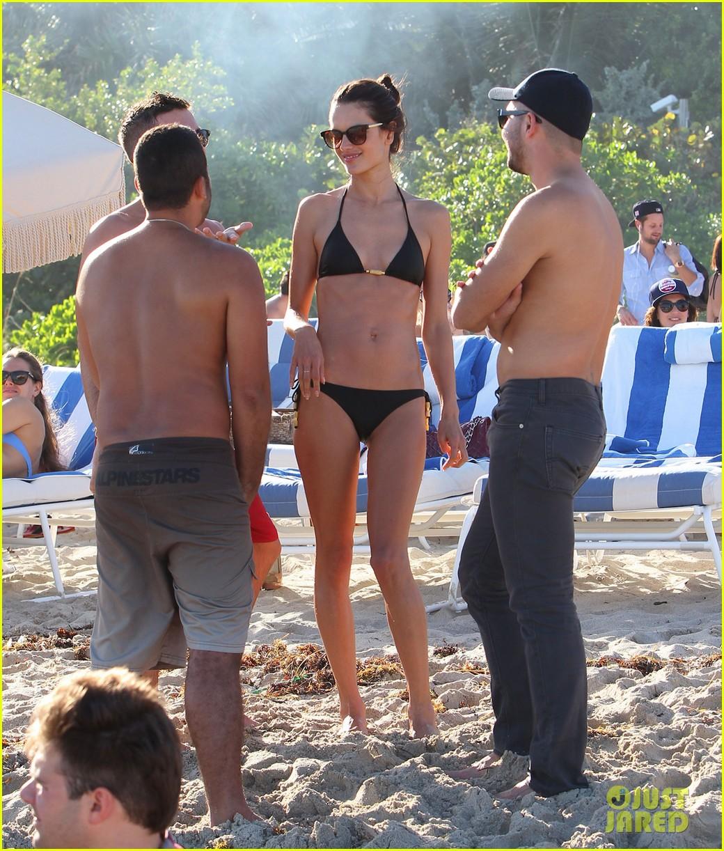 alessanda ambrosio rocks bikini after kio press day 013007524