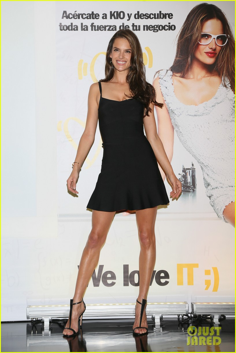 alessanda ambrosio rocks bikini after kio press day 053007528