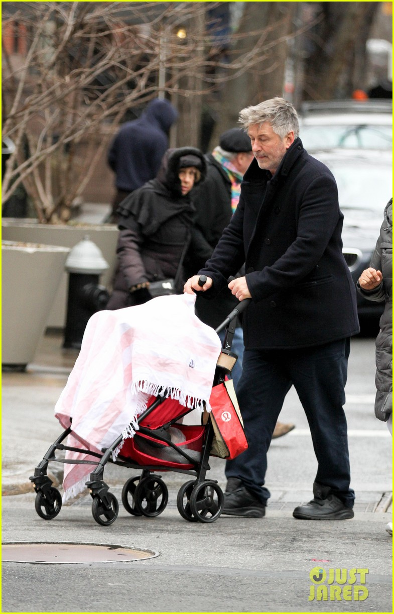 alec baldwin bikes in shorts in freezing new york city 043020503