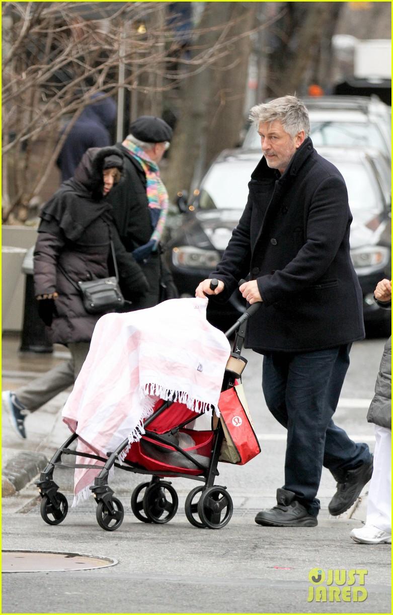 alec baldwin bikes in shorts in freezing new york city 133020512