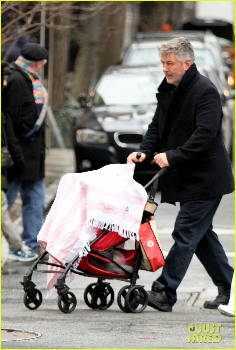 alec baldwin bikes in shorts in freezing new york city 143020513