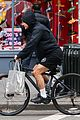 alec baldwin bikes in shorts in freezing new york city 08