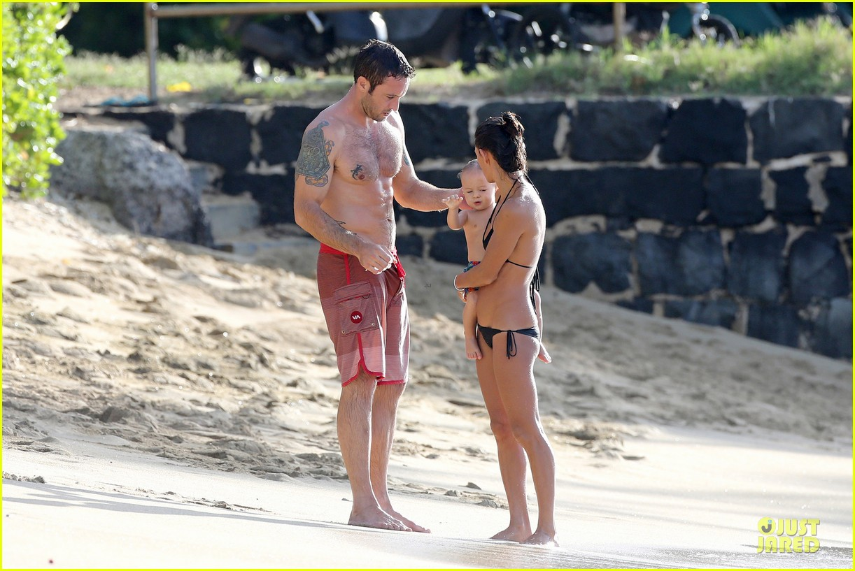 alex oloughlin shirtless beach bonding with maia jones 073012528