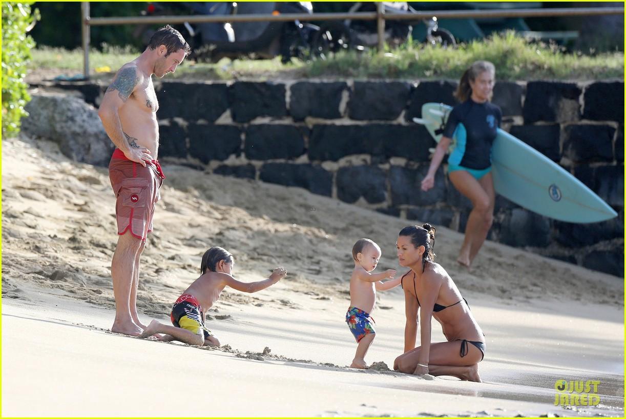 alex oloughlin shirtless beach bonding with maia jones 093012530