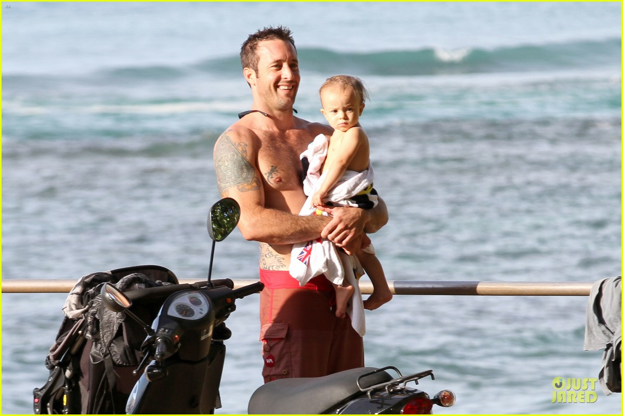 alex oloughlin shirtless beach bonding with maia jones 123012533