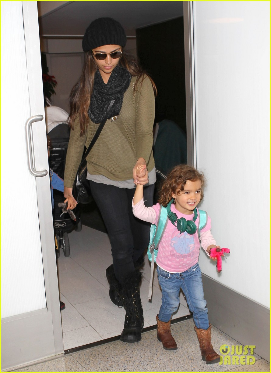 camila alves lands in snowy nyc with the kids 033013646