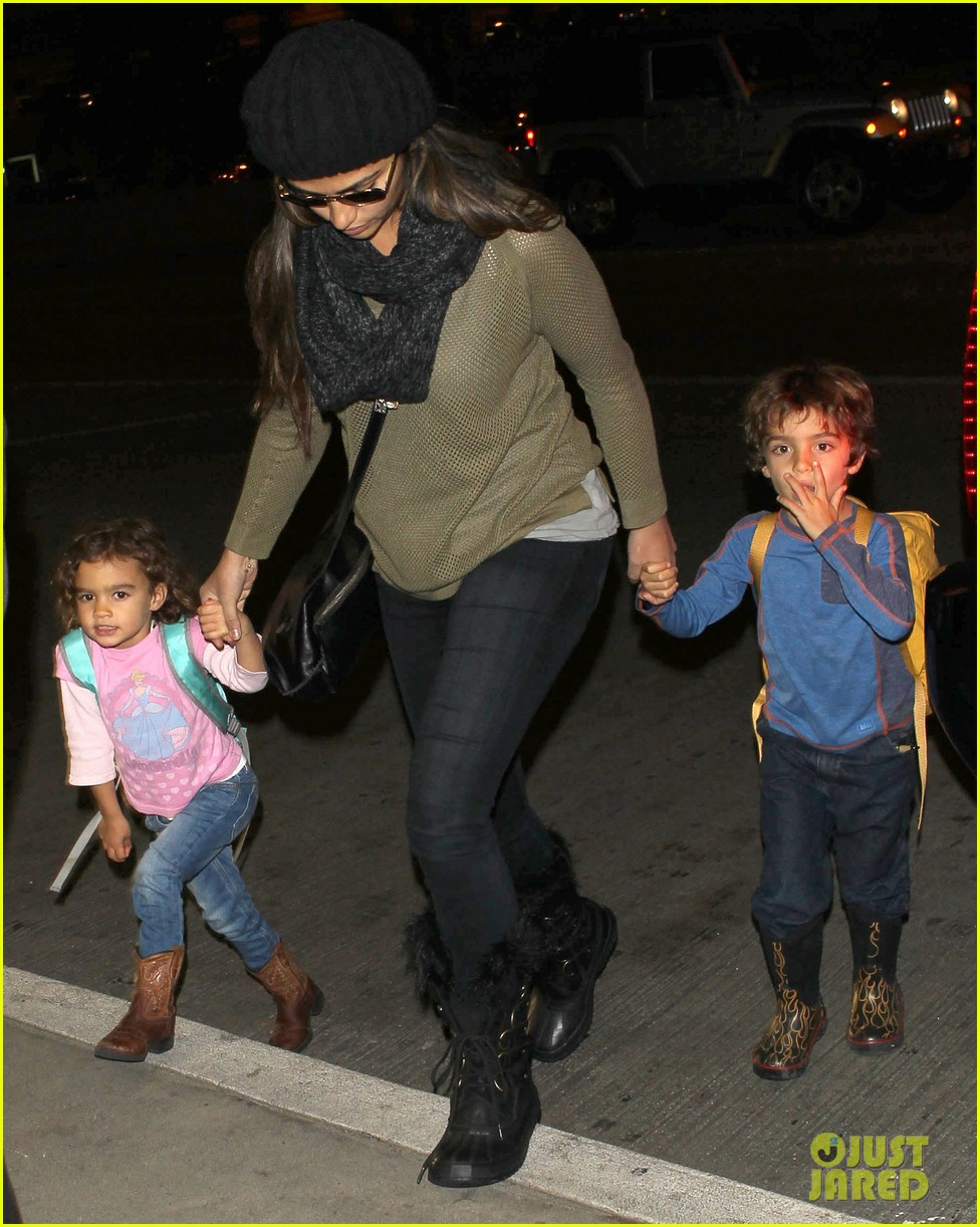camila alves lands in snowy nyc with the kids 083013651