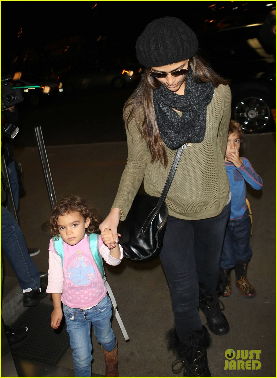 camila alves lands in snowy nyc with the kids 103013653