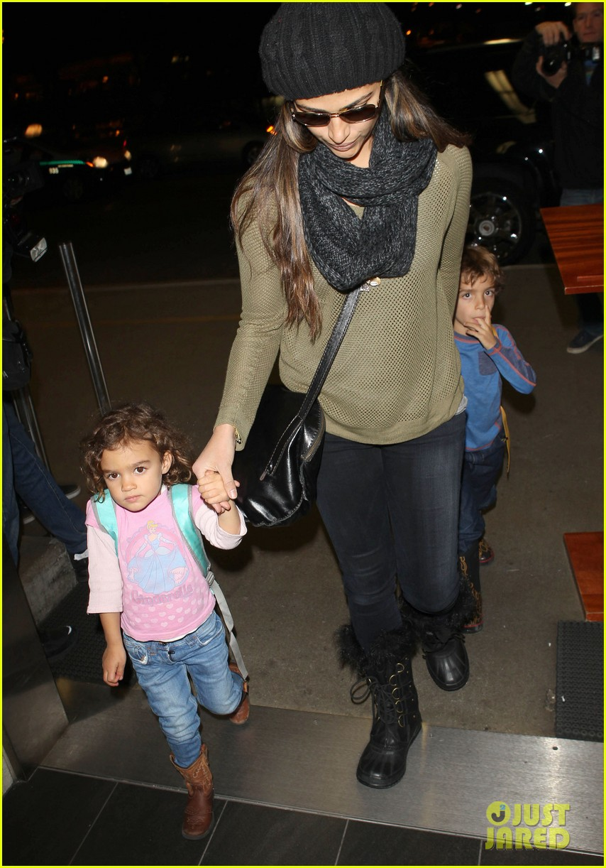 camila alves lands in snowy nyc with the kids 113013654