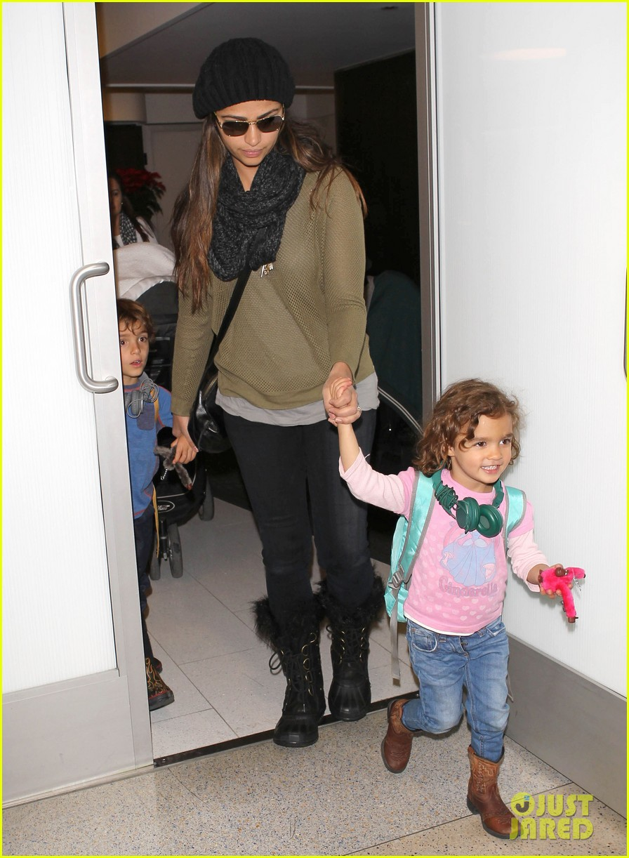 camila alves lands in snowy nyc with the kids 123013655