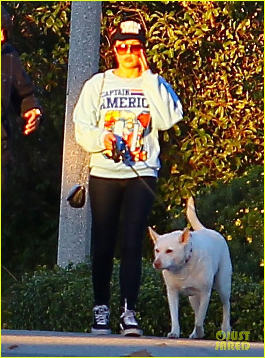 amanda bynes saturday stroll with parents pups 083007588