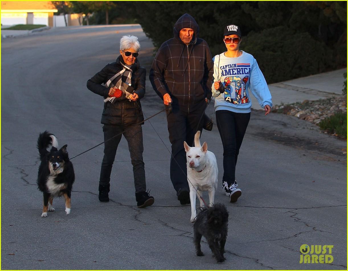 amanda bynes saturday stroll with parents pups 173007597