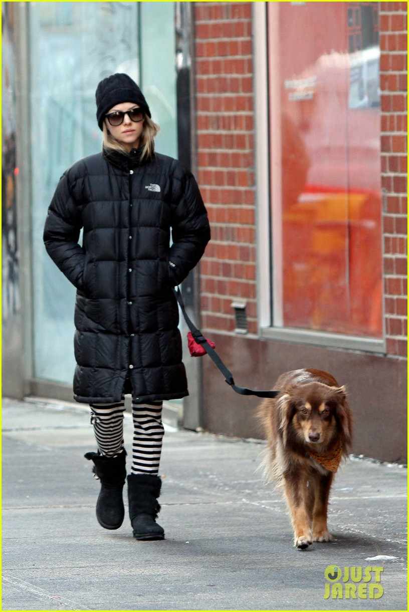 amanda seyfried jogs in the freezing big apple weather 033014910