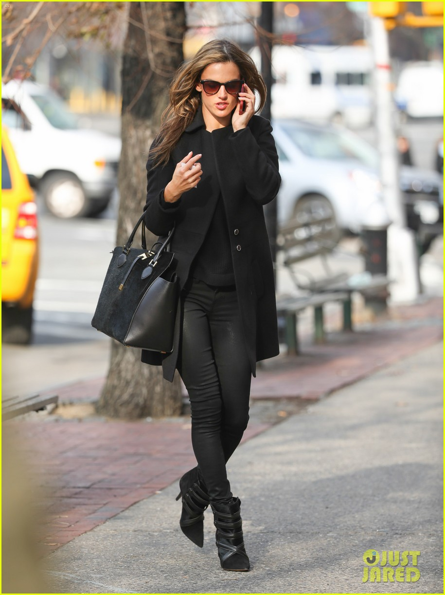 alessandra ambrosio steps out in new york after thanksgiving 013003467