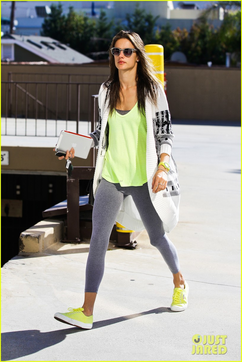 alessandra ambrosio steps out in new york after thanksgiving 123003478