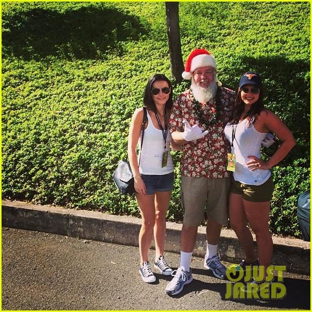stephen amell hawaii trip with cassandra jean baby mavi 053018231