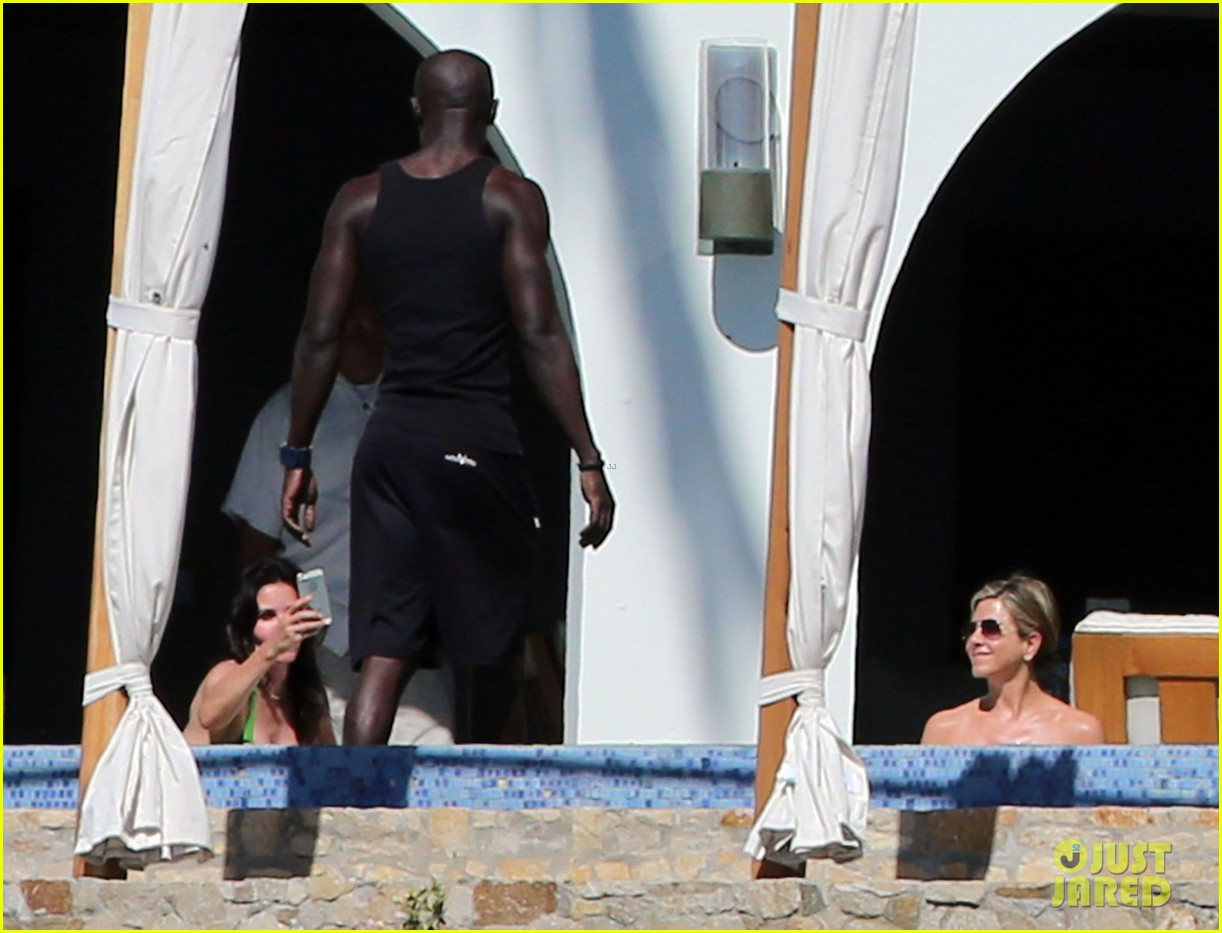 jennifer aniston wears barely there bikini in cabo 13